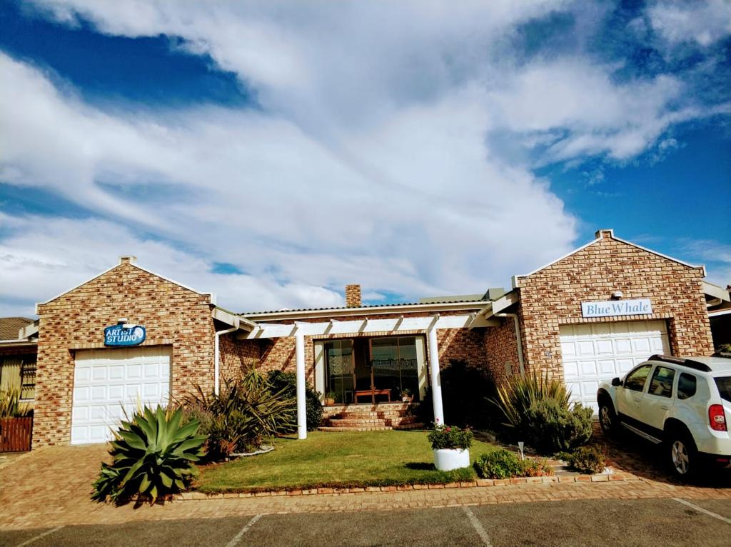 Blue Whale Struisbaai Accommodation
